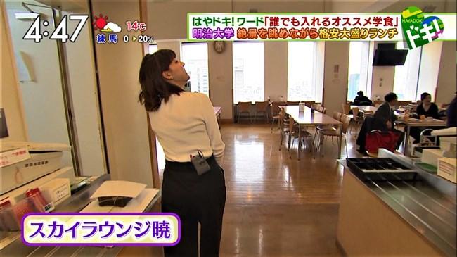 上村彩子~白のニット服で巨乳丸出しにして外の取材!エロ可愛過ぎる!0010shikogin