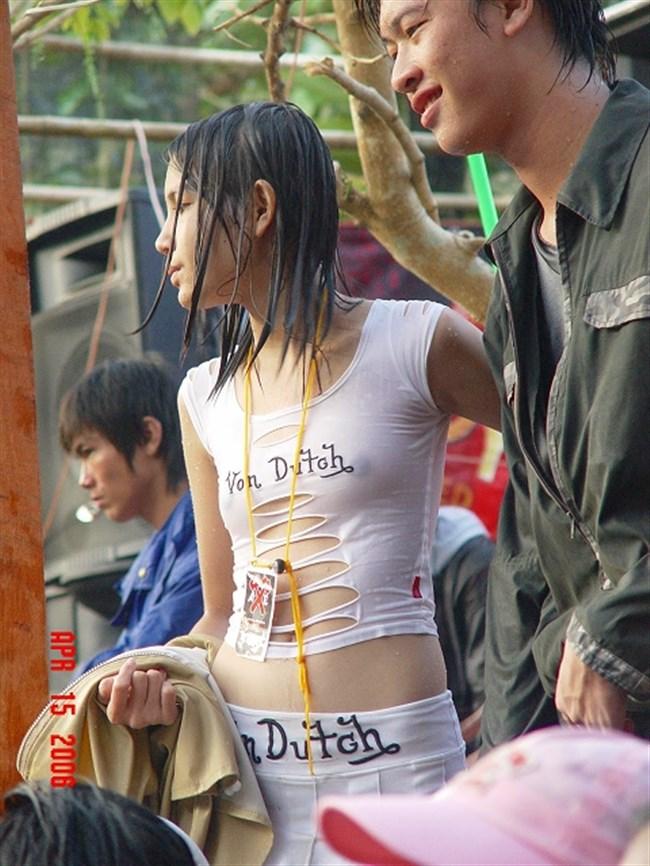 ノーブラで乳首が勃起してしまった女子の乳首ポチがヤラシイwww0008shikogin