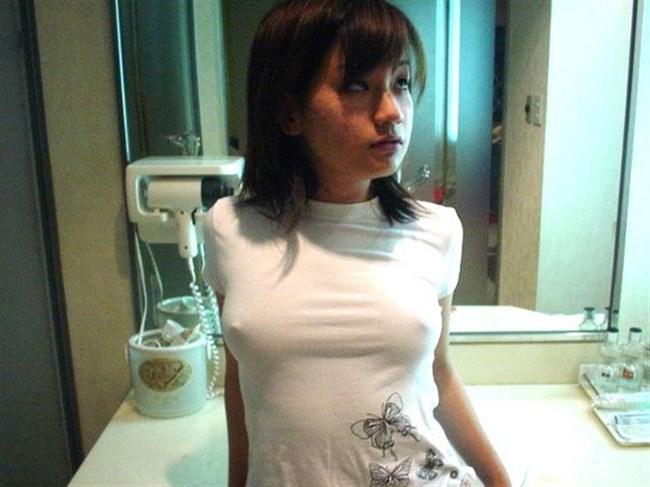 ノーブラで乳首が勃起してしまった女子の乳首ポチがヤラシイwww0014shikogin