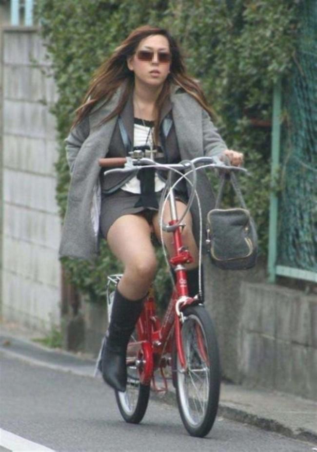 ミニスカ女子が自転車に乗ると高確率でパンチラする法則www0003shikogin