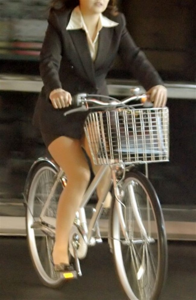 ミニスカ女子が自転車に乗ると高確率でパンチラする法則www0010shikogin