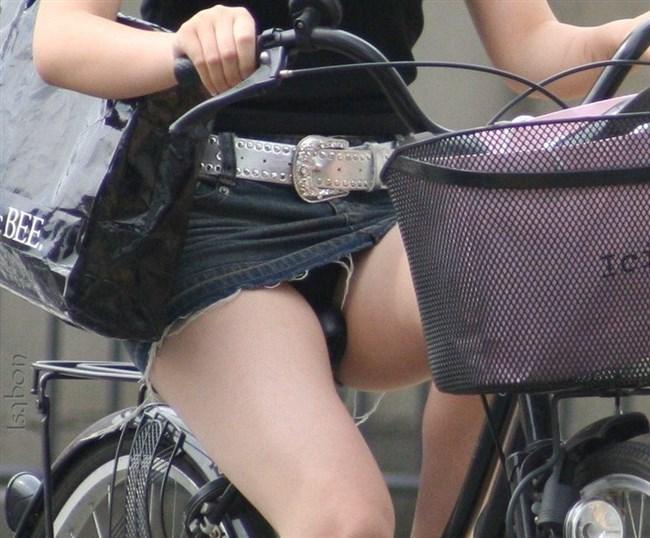 ミニスカ女子が自転車に乗ると高確率でパンチラする法則www0011shikogin