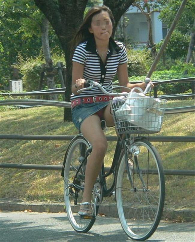 ミニスカ女子が自転車に乗ると高確率でパンチラする法則www0013shikogin