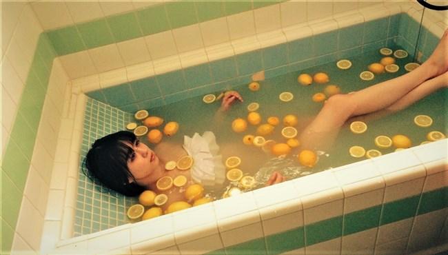 市川美織[NMB48]~レモン風呂の姿が超エロくて興奮!股間の黒いモノは何?0008shikogin
