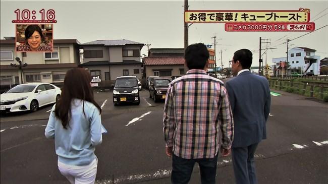 速水里彩~東海テレビの美人アナが白パン姿でパン線丸見えで熱いレポート!0004shikogin