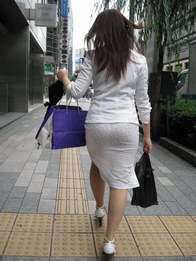 パンツが確実に透ける白系のスカートやパンツを履いてるまんさんwwww0015shikogin