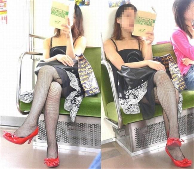ミニスカなのに電車内で足組んでるまんさん、目のやり場に困るwww0004shikogin