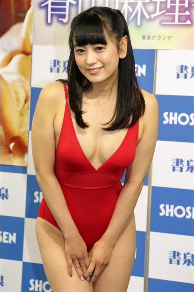 脊山麻理子~股間の剃り跡も生々しい写真集発売記念イベントでの水着姿!0010shikogin