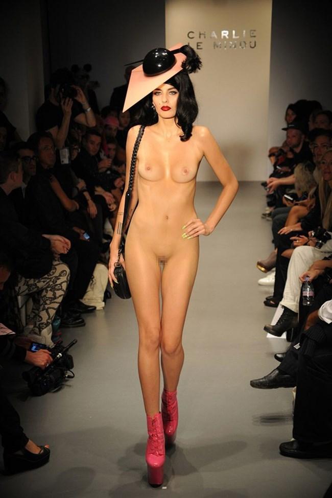 トップモデルの乳首すけすけなファッションがおかず過ぎwww0026shikogin