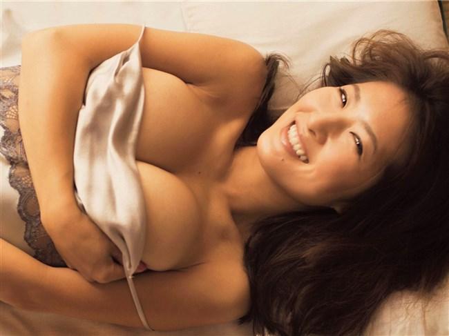 古瀬絵理~週刊現代のグラビアは乳首ギリギリのスイカップ大解放!0005shikogin