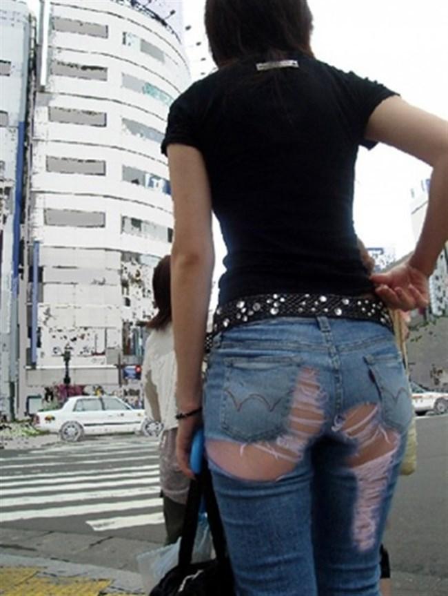 ダメージあり過ぎなダメージジーンズでパンツが丸見えwwwww0012shikogin