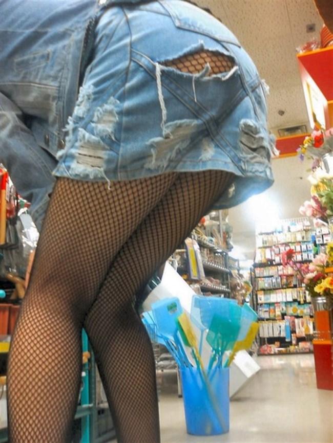 ダメージあり過ぎなダメージジーンズでパンツが丸見えwwwww0013shikogin
