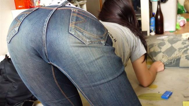 下半身にぴたぴたに貼りついてお尻がえちえちになってるジーンズお姉さんwww0010shikogin