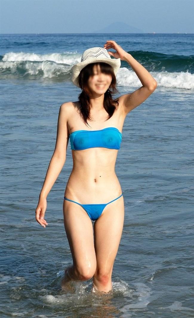 ビーチで乳首ポロリに気が付かず世間に晒してる女子www0009shikogin