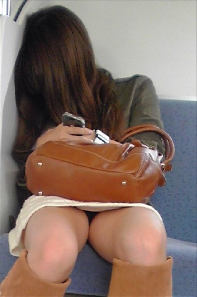 ミニスカ女子が電車内で爆睡するとこうなるwwww0012shikogin