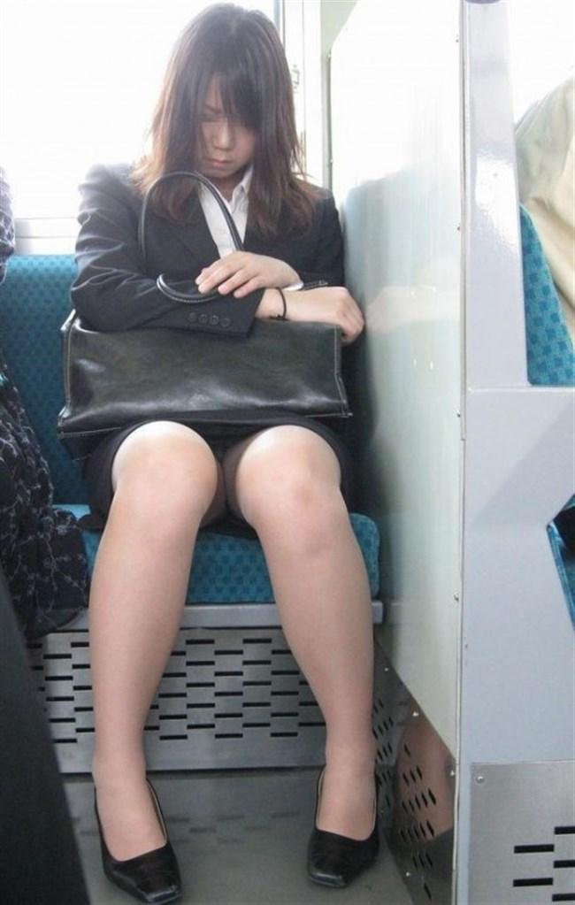 ミニスカ女子が電車内で爆睡するとこうなるwwww0014shikogin