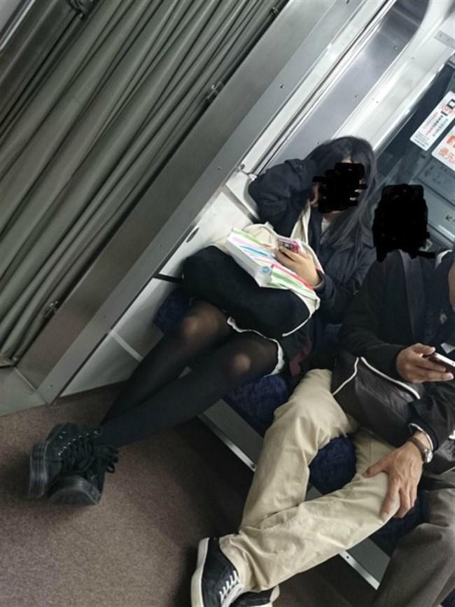 ミニスカ女子が電車内で爆睡するとこうなるwwww0024shikogin