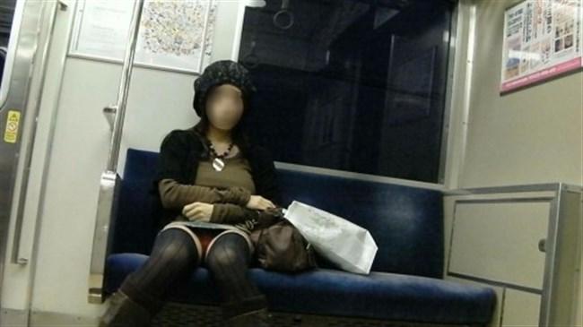 ミニスカ女子が電車内で爆睡するとこうなるwwww0025shikogin