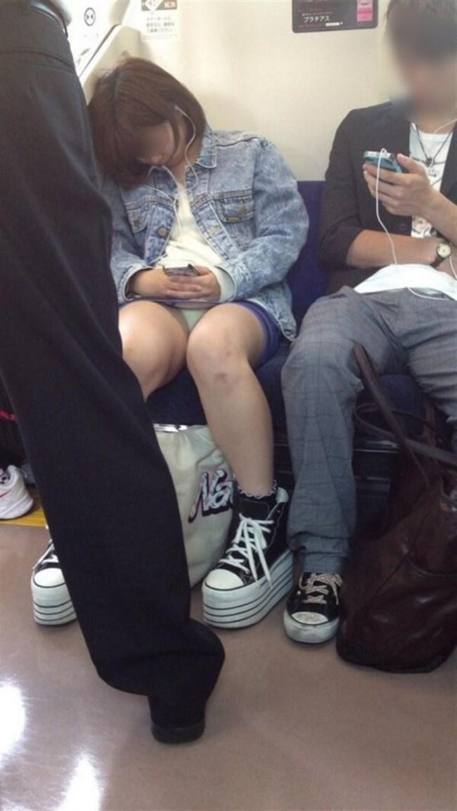 ミニスカ女子が電車内で爆睡するとこうなるwwww0026shikogin