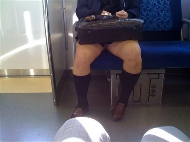 ミニスカ女子が電車内で爆睡するとこうなるwwww0033shikogin