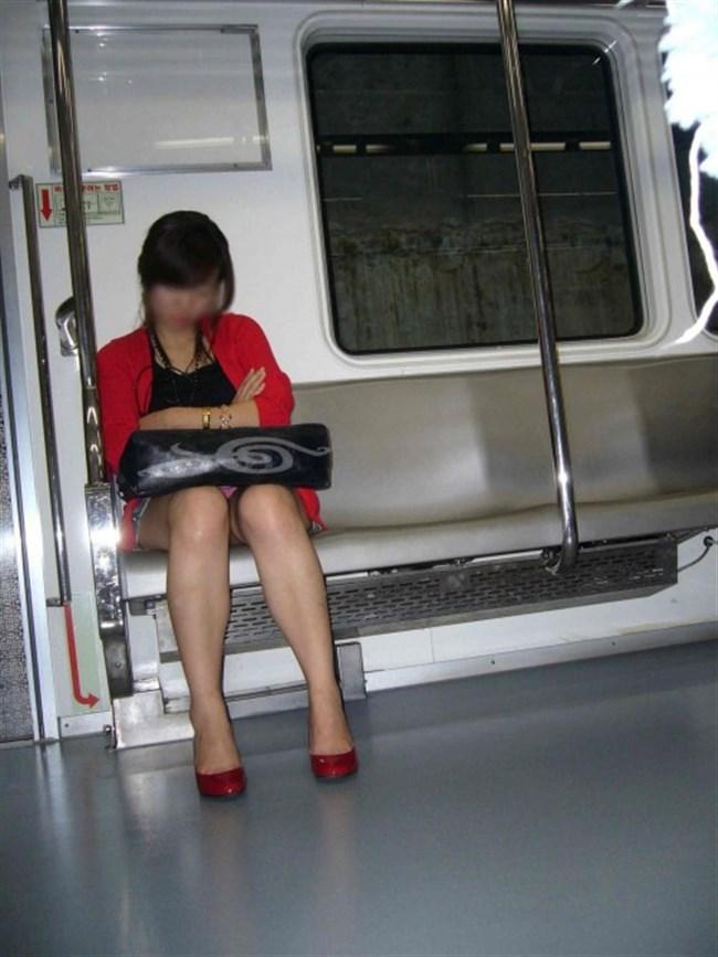 ミニスカ女子が電車内で爆睡するとこうなるwwww0036shikogin