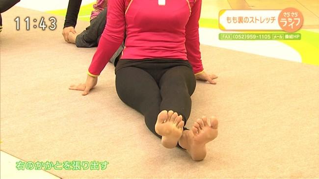 青山祐子~美熟女NHK局アナがピッタリ服で胸元と股間を強調させエロ体操を!0012shikogin
