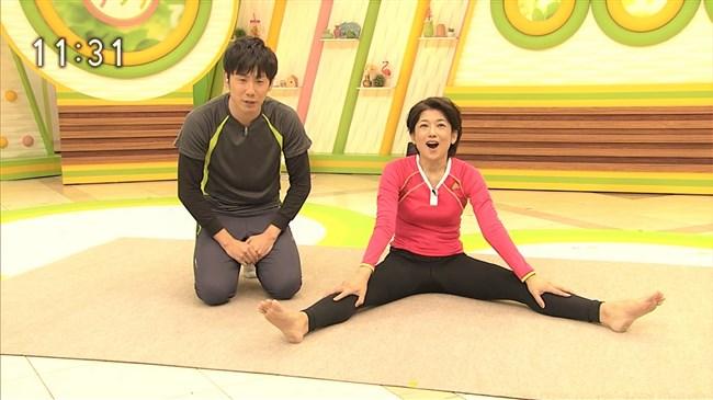 青山祐子~美熟女NHK局アナがピッタリ服で胸元と股間を強調させエロ体操を!0002shikogin