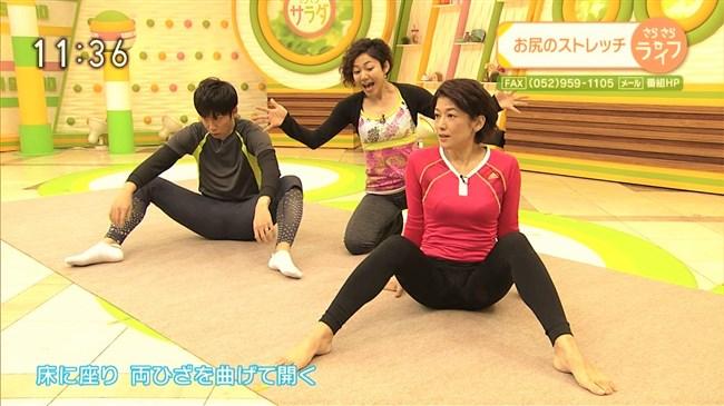 青山祐子~美熟女NHK局アナがピッタリ服で胸元と股間を強調させエロ体操を!0005shikogin