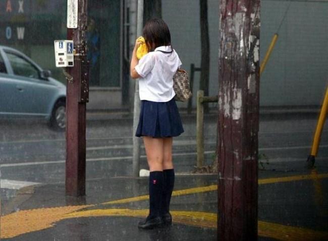 夏服JKが線状降水帯の集中豪雨に狙われてえちえちにwwww0032shikogin