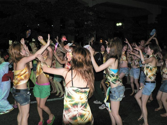 若い娘が下着姿で踊るえちえちフェスティバルwwwww0002shikogin
