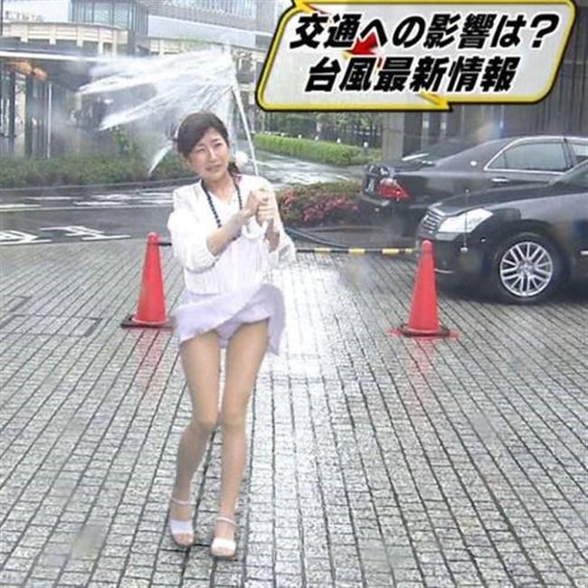 台風にスカートをガッツリめくられてるJKやOLwwwwwww0002shikogin