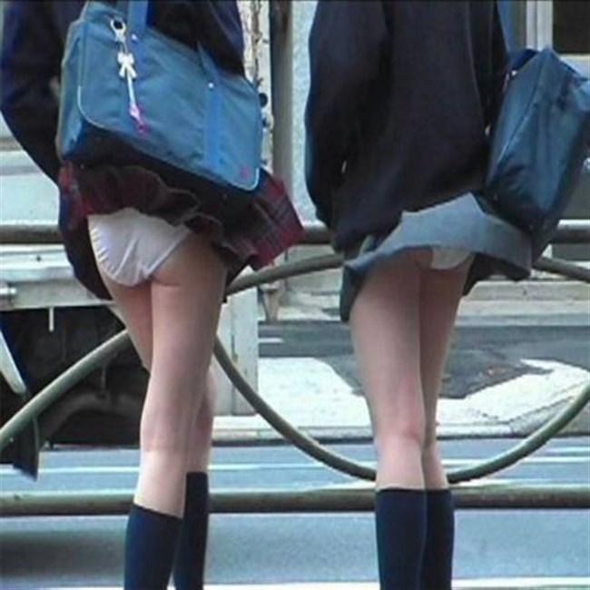 台風にスカートをガッツリめくられてるJKやOLwwwwwww0005shikogin