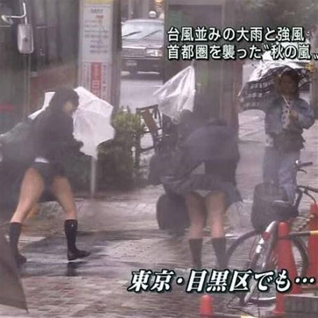 台風にスカートをガッツリめくられてるJKやOLwwwwwww0006shikogin