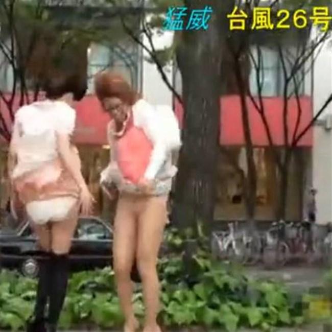 台風にスカートをガッツリめくられてるJKやOLwwwwwww0007shikogin