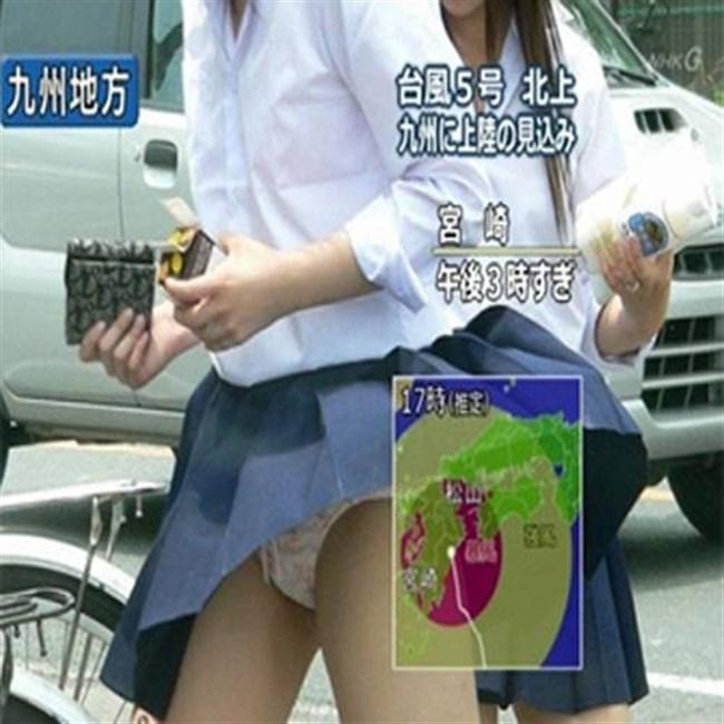 台風にスカートをガッツリめくられてるJKやOLwwwwwww0015shikogin