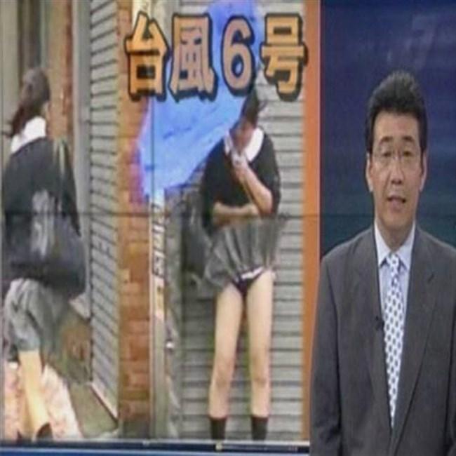 台風にスカートをガッツリめくられてるJKやOLwwwwwww0019shikogin