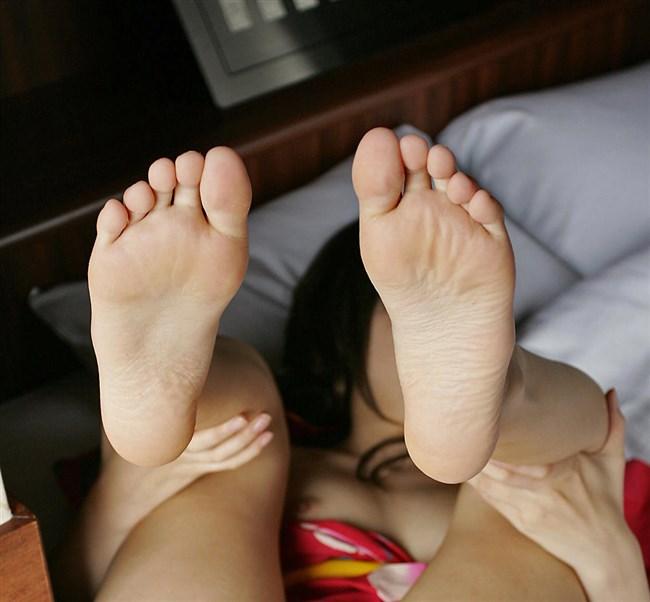 女子の足裏がおかずになるフェチのための画像まとめwwww0017shikogin