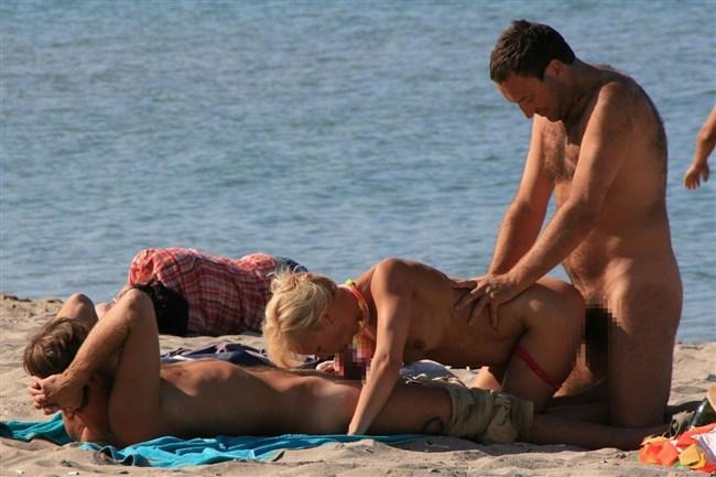 ヌーディストビーチでそのままセックスを始めてしまう露出男女wwww0007shikogin