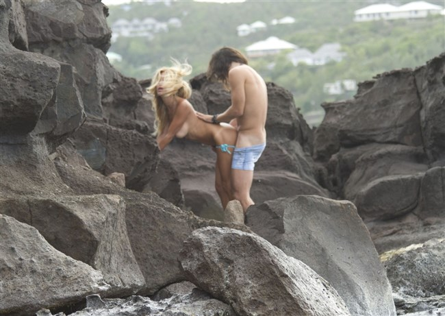 ヌーディストビーチでそのままセックスを始めてしまう露出男女wwww0010shikogin