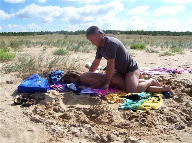ヌーディストビーチでそのままセックスを始めてしまう露出男女wwww0011shikogin