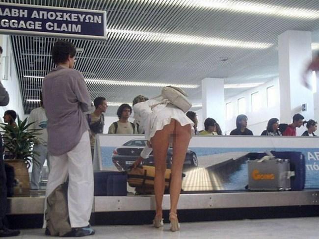 外国人女子のパンチラを覗いたらまさかのノーパンwwww0017shikogin