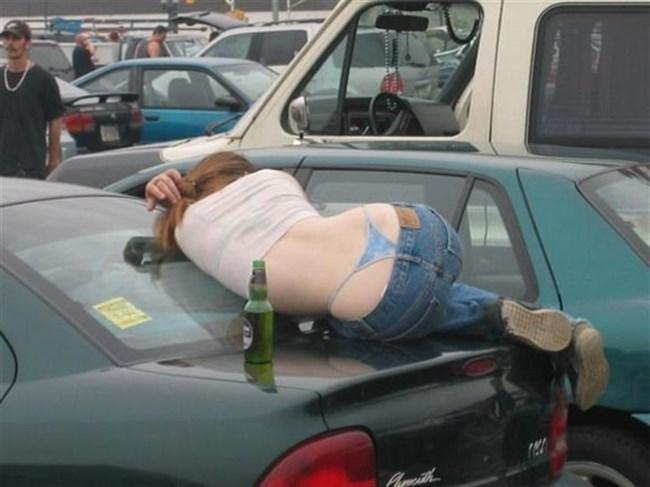 泥酔して衣服を脱がされた女子の末路wwwwww0008shikogin