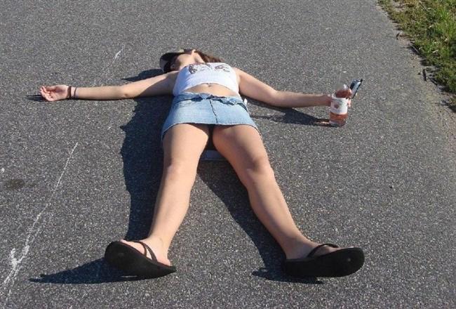 泥酔して衣服を脱がされた女子の末路wwwwww0010shikogin