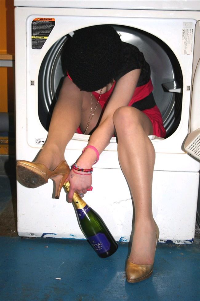泥酔して衣服を脱がされた女子の末路wwwwww0012shikogin