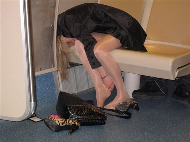 泥酔して衣服を脱がされた女子の末路wwwwww0016shikogin