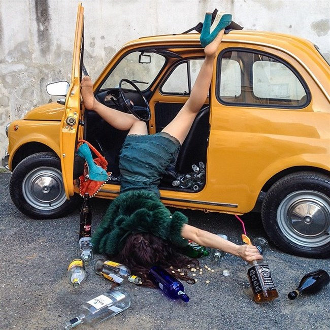泥酔して衣服を脱がされた女子の末路wwwwww0017shikogin