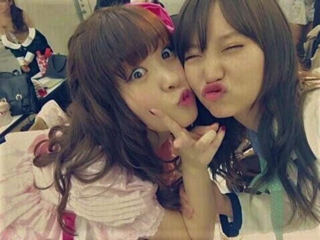 岡田奈々[AKB48]~FLASHとボム水着グラビア!写り込んでしまった楽屋での着替えヌードも!0003shikogin