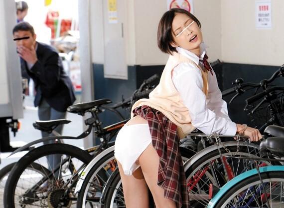 制服姿の女子校生美少女の、拘束バイブ凌辱無料エロ動画。【フェラ、媚薬、絶頂動画】