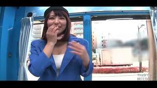 【おっぱい】マジックミラー号にて、スレンダーな制服姿の美女の、着エロ無料エロ動画!【美女動画】