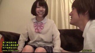 【エロ動画】着衣で制服姿の女子校生美少女、埴生みこのセックス中出しプレイエロ動画!!